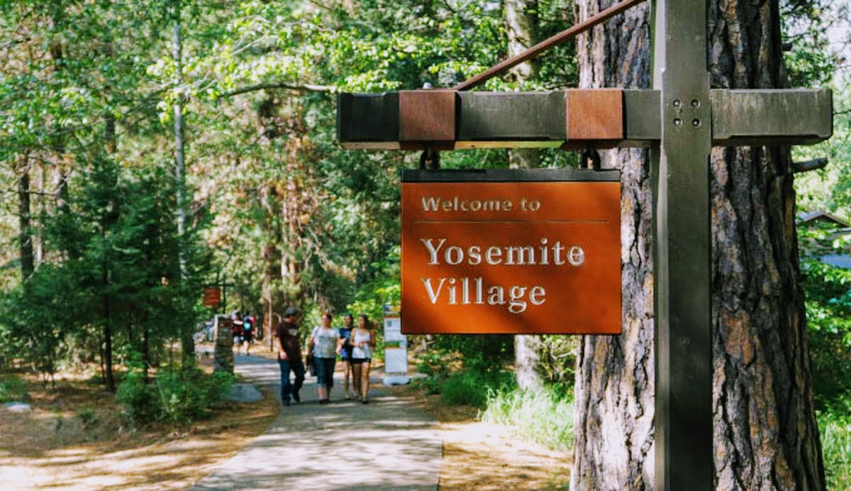 yt-yosemite-village-sign_gloria_680